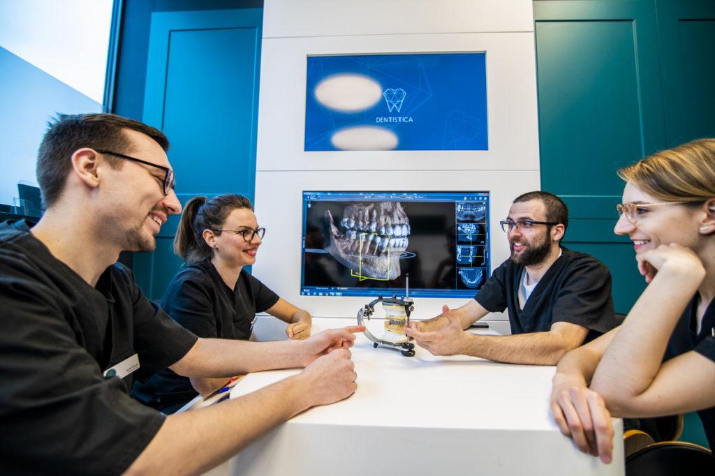 Protezy zębowe Toruń